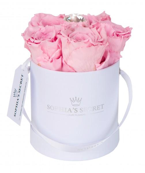 Rosenbox rund weiß veredelt mit einer runden Blumennadel mit Swarovski® Kristallen